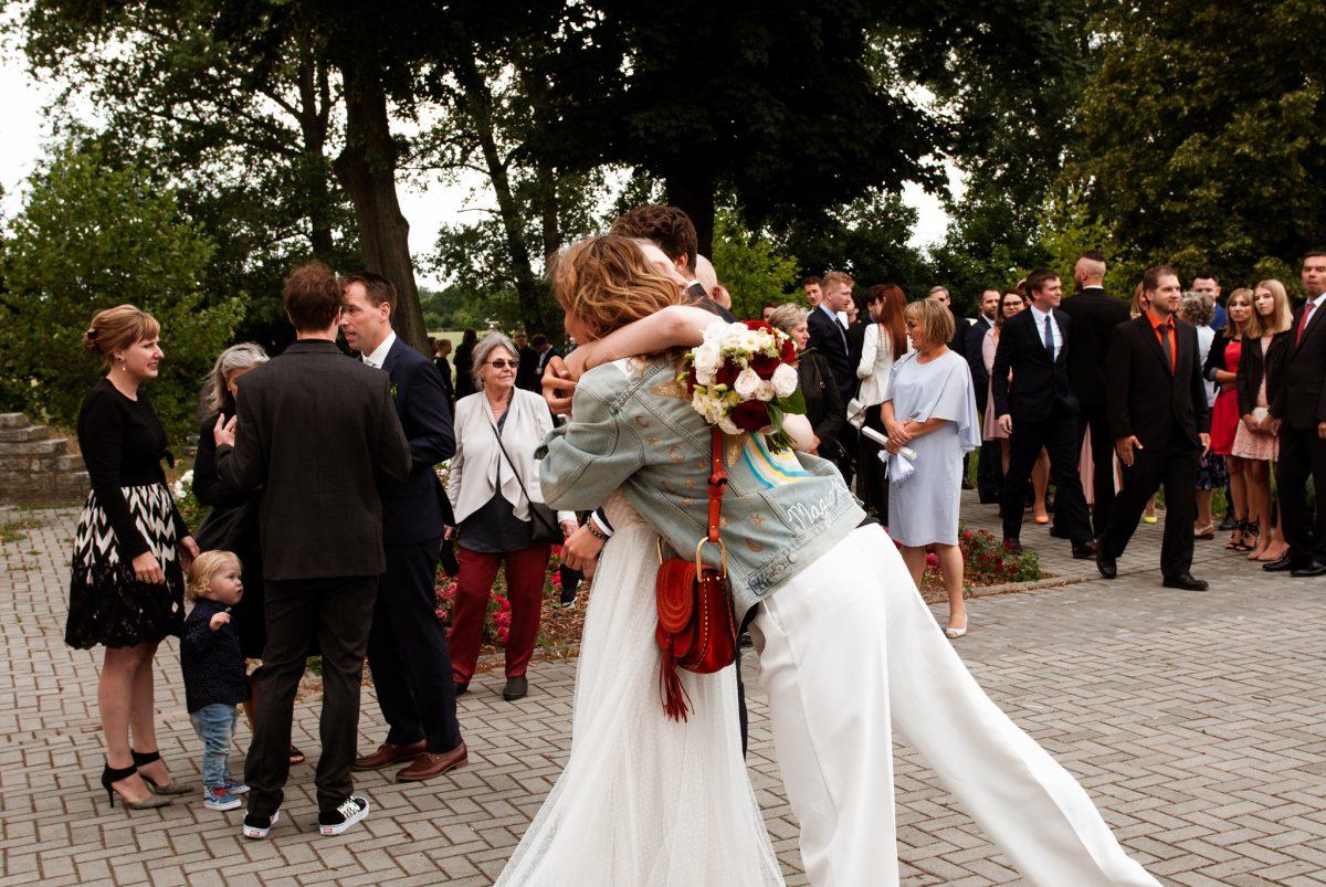 Radość zespotkania | Fotografia ślubna Puławy | Chill & Love | www.chillandlove.com