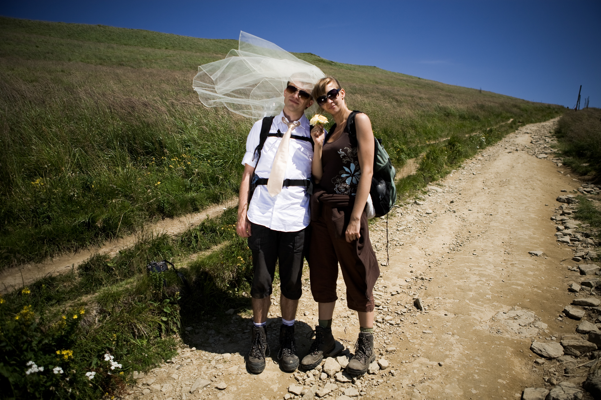 Chill & Love podróż poślubna | naturalna fotografia ślubna Lublin | Połonina Wetlińska